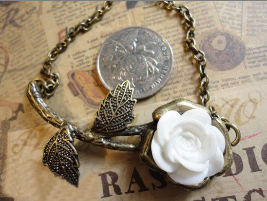 Retro Style White Rose Long Pattern Necklace
