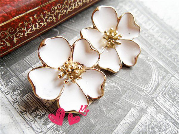 Corean Lovely and Fashion Style Flower Pattern Design Earrings