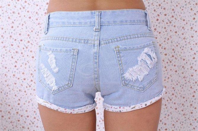 Letter Print Destroy Wash Hemming Slimming Jeans Shorts For Women