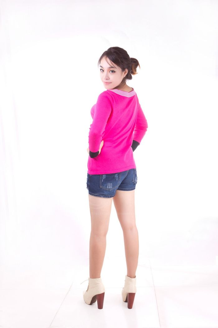 Stylish Stripes Round Neckline Long Sleeve Slim Sweater For Women
