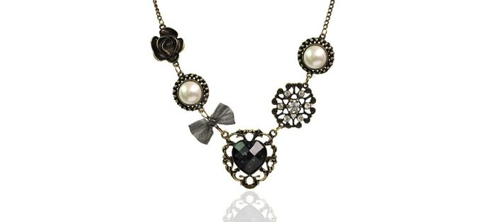 Vintage Rhinestone Inlaid Heart Flower Multielement Pendant Necklace