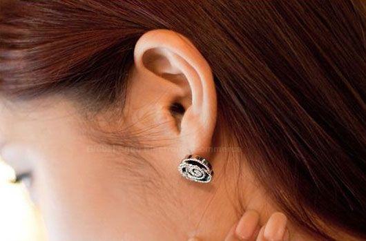 Pair of Sweet Style Rhinestone Embellished Flower Shape Stud Earrings