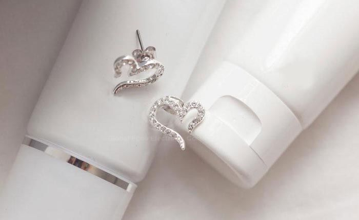 Pair of Rhinestone Inlaid Heart Shape Stud Earrings