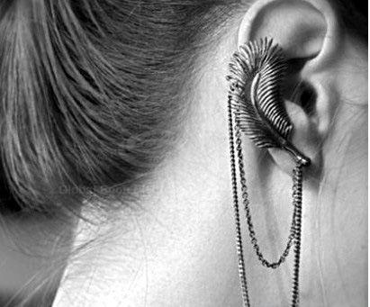 Retro Punk Style Leaf Shape Fringe Embellished Ear Hook For Women