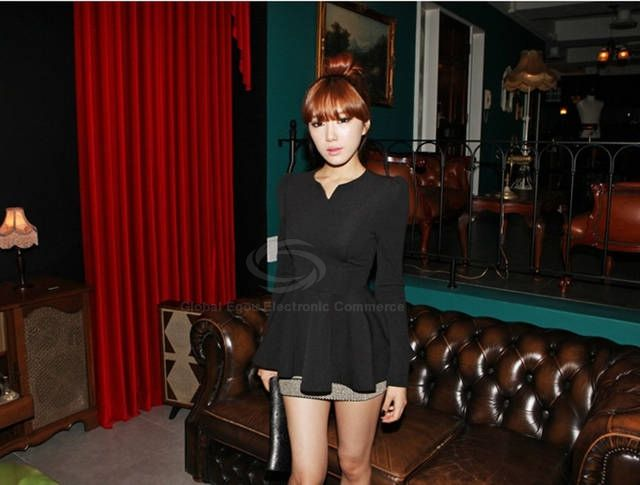 http://www.dresslily.com/v-neck-long-sleeve-flounce-hem-solid-color-t-shirt-for-women-product191539.html