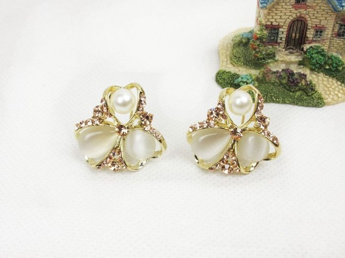 Flower Shape Embellished Rhinestoned Stud Earrings