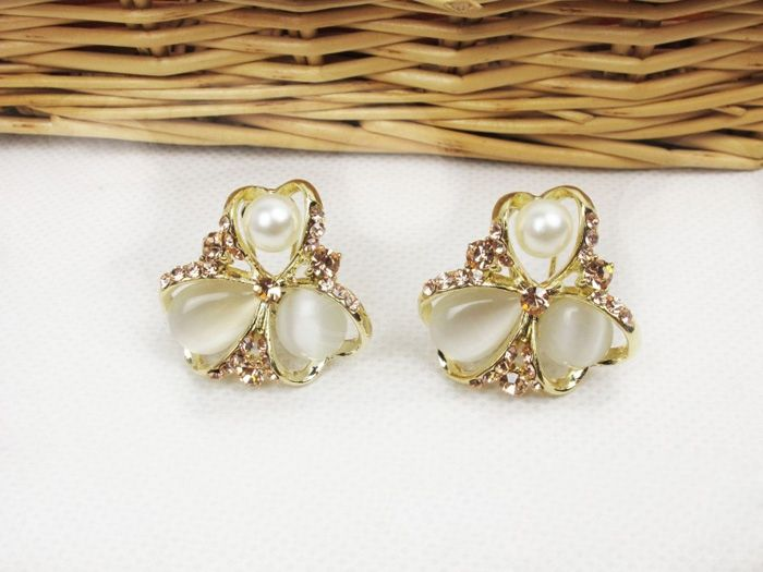 Flower Shape Embellished Rhinestoned Stud Earrings