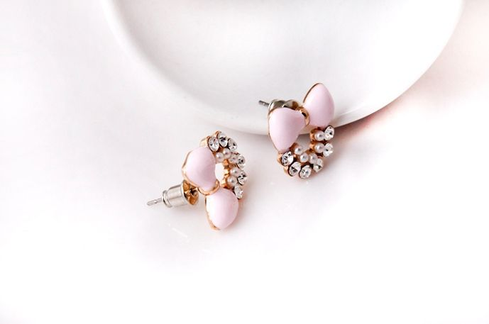 Pair of Sweet Cute Style Bowknot Shape Rhinestone Embellished Women's Stud Earrings