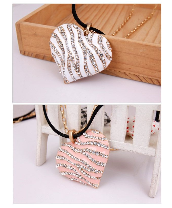 Chic Sweet Vintage Rhinestone Embellished Heart Pendant Women's Sweater Chain Necklace