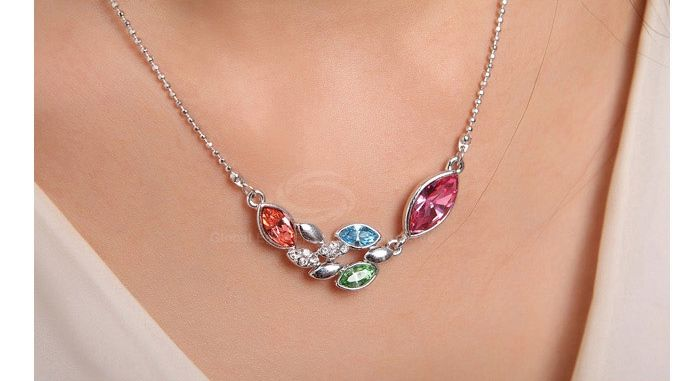 Chic Sparking Graceful Rhinestoned Leaves Shape Pendant Women's Necklace