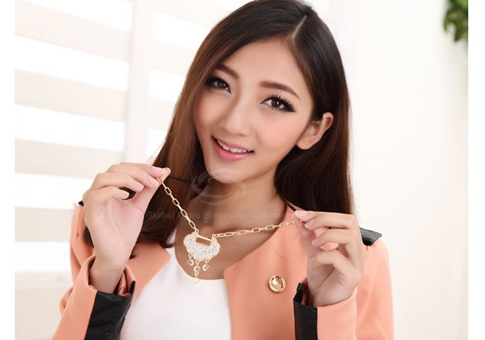 Chic Sparking Elegant Rhinestoned Lucky Lock Pendant Women's Necklace