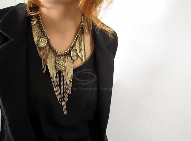 Vintage Western Style Tassel and Leaf Embellished Alloy Women's Necklace