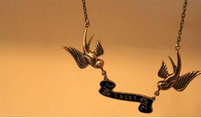 Trendsetter Retro Style Swallow Embellished Alloy Women's Necklace