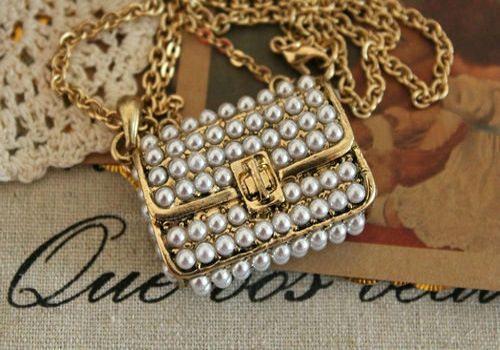 Vintage Faux Pearl Bag Pendant Design Necklace