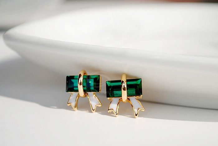 Bowknot Shape Artificial Crystal Embellished Alloy Earrings