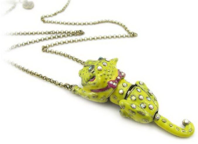 Retro Tiger Shape Rhinestone Pendant Necklace