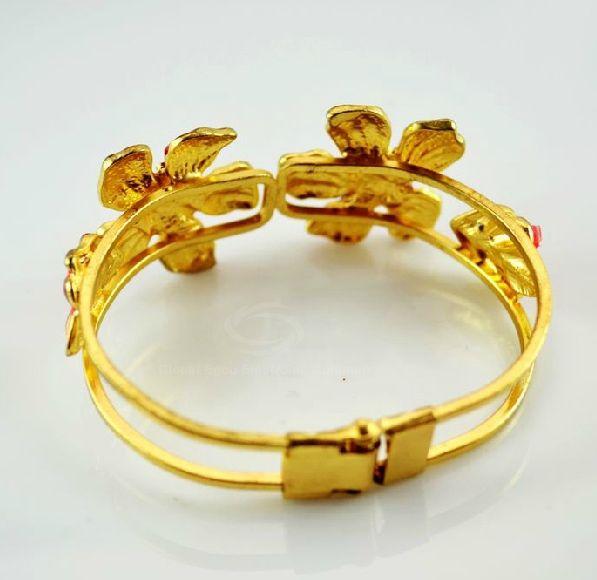 Graceful Rhinestoned Flower Embellished Women's Bracelet