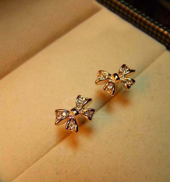 Pair of Alloy Bowknot Rhinestone Embellished Earrings