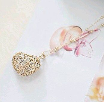 Hot Sale Style Openwork Heart Shape Pendant Rhinestone Embellished Sweater Chain Necklace For Women