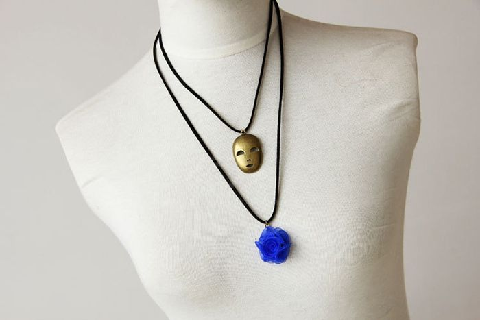 Retro Mask Shape Flower Decorated Sweater Chain Necklace
