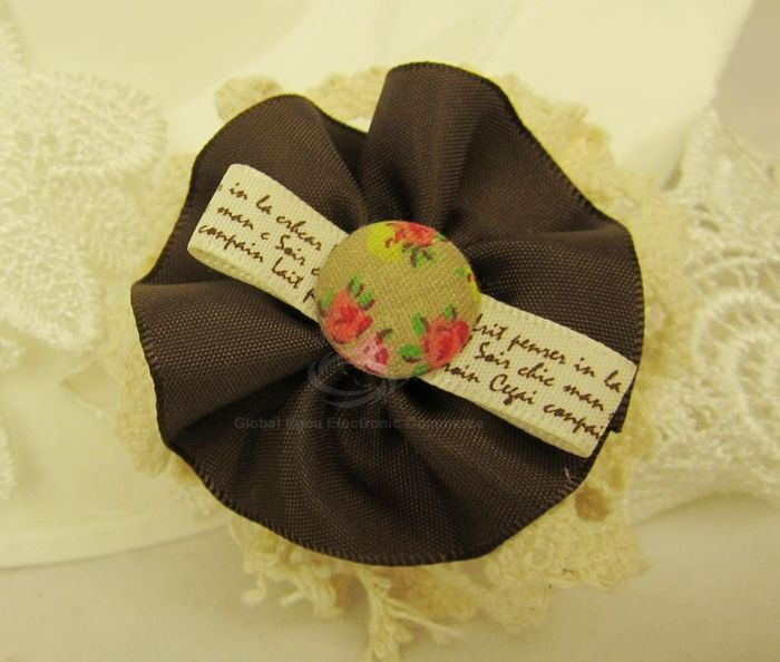 Flower Shaped Tiny Floral English Print Brooch