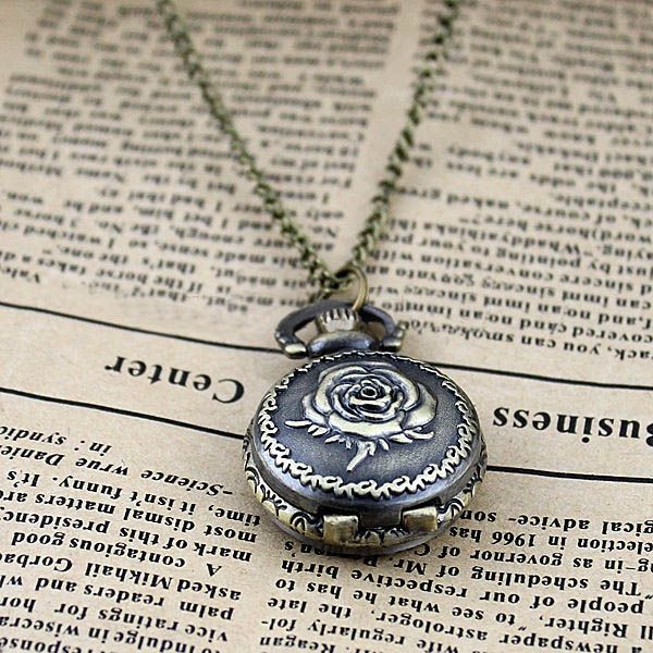 Fashionable Flower Pocket Watch Alloy Necklace For Men or Women