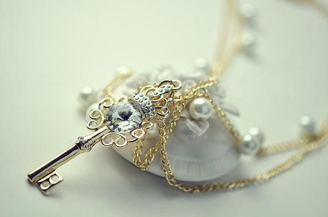 Fashionable Faux Pearl Embellished Key Pendant Necklace For Women