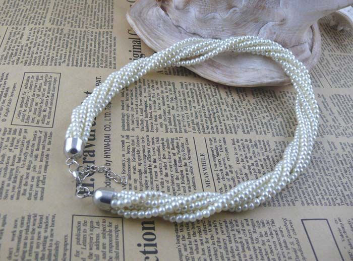 Twisted Faux Pearl Embellished Necklace