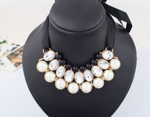 Fake Crystal Pearl Ribbon Necklace