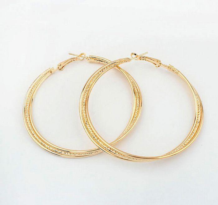Pair of Figured Round Pendant Alloy Earrings