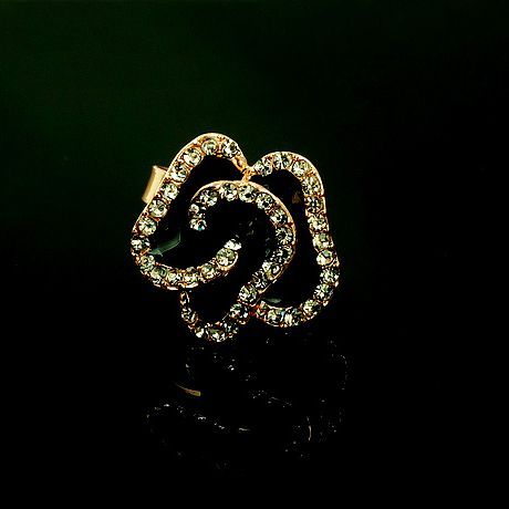 Rhinestoned Glaze Rose Shape Alloy Ring