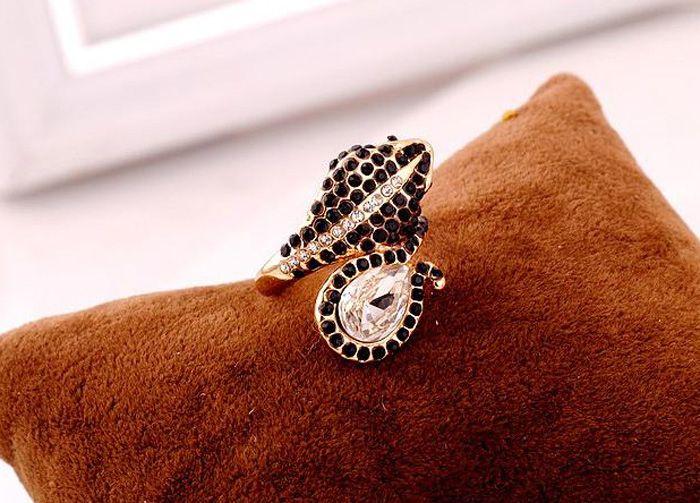 Rhinestone Embellished Cobra Shape Alloy Ring