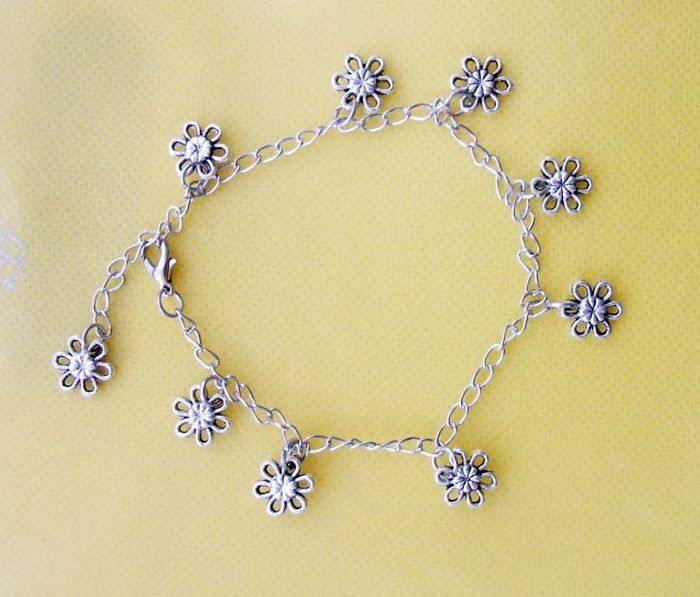 Delicate Vintage Style Tibetan Silver Design Tiny Flower Shaped Anklet For Women