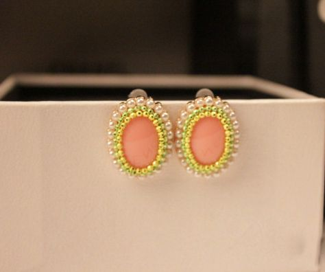 Pair of Alloy Faux Pearl Embellished Oval Earrings