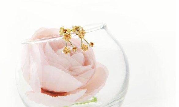 Pair of Alloy Rhinestoned Flowers Shape Drop Earrings