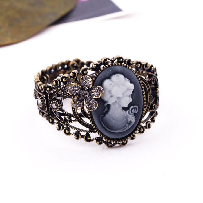 Vintage Rhinestoned Flower Embellished Queen Print Bracelet