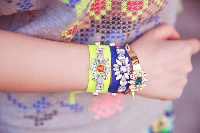 Ribbon Rhinestoned Faux Gem Bracelet