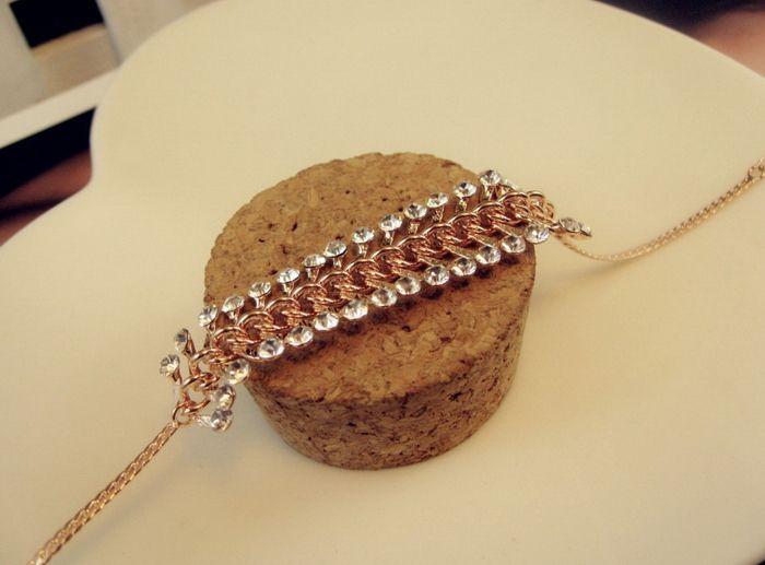 Alloy Rhinestoned Leaf Shape Bracelet