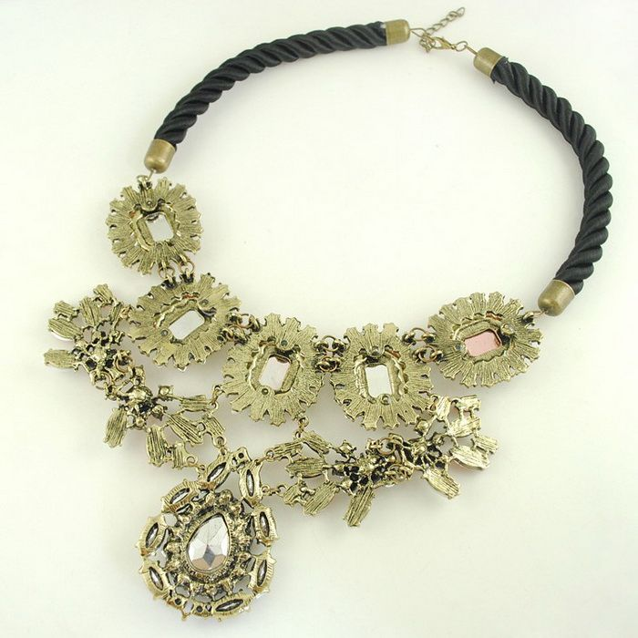 Exaggerated Flower Shape Pendant Design Rope Necklace For Women