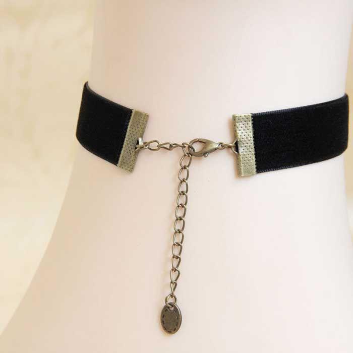 Velvet Snowman Pendant Choker Necklace