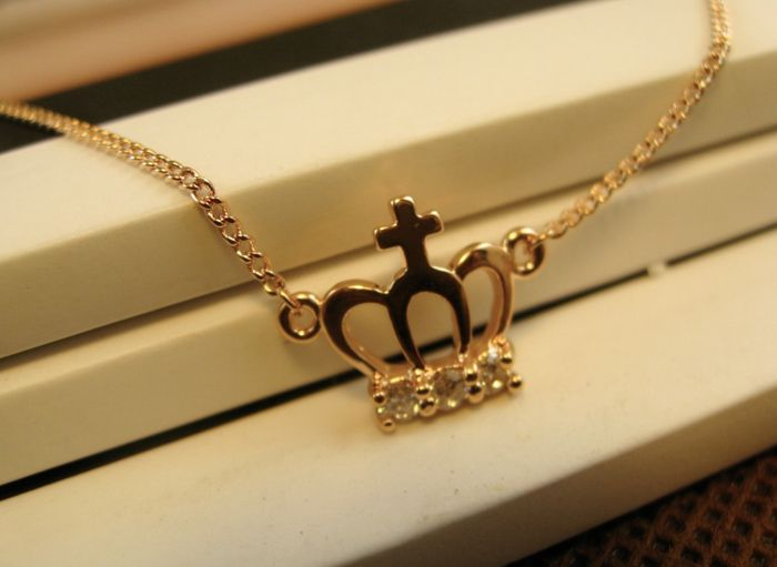 Alloy Diamante Hollow Out Crown Pendant Necklace