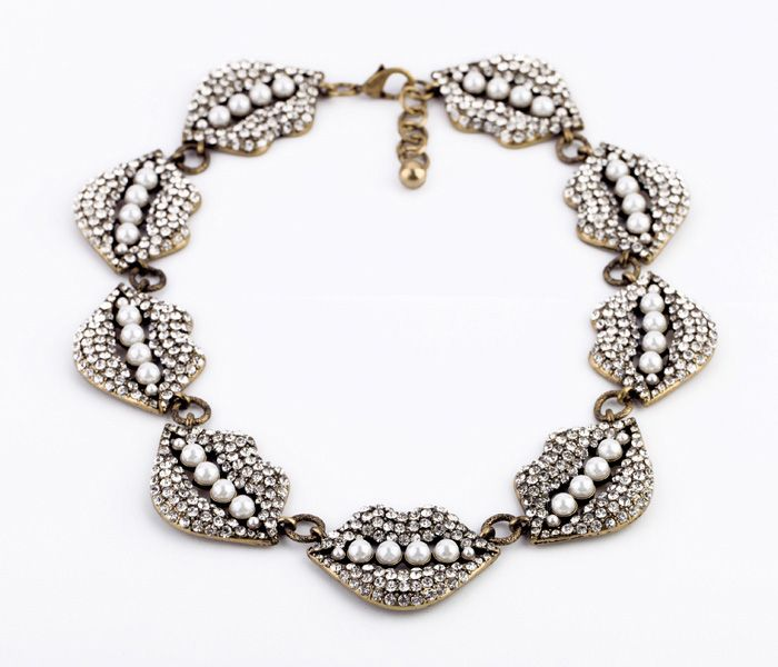 Retro Diamante Lip Embellished Faux Pearl Necklace