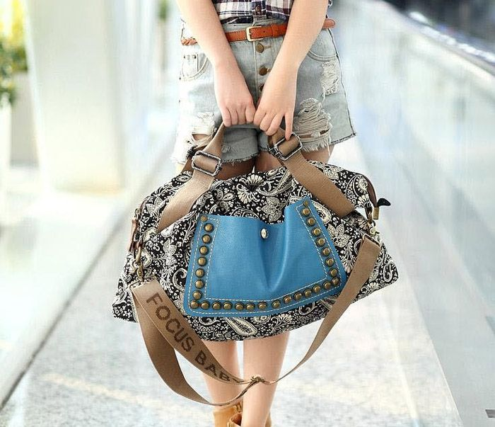 http://www.dresslily.com/rivets-and-floral-print-design-tote-bag-for-women-product539953.html
