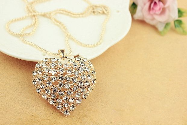 Cute Rhinestone Heart Pendant Women's Sweater Chain Necklace