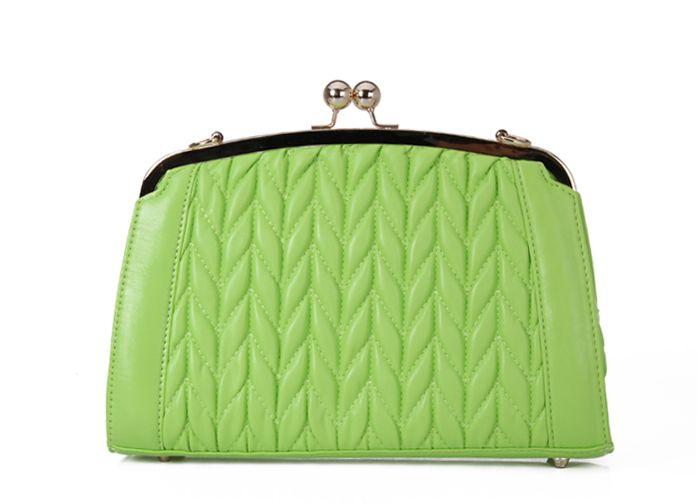 Elegant Chains and Kiss-Lock Design Women's Shoulder Bag
