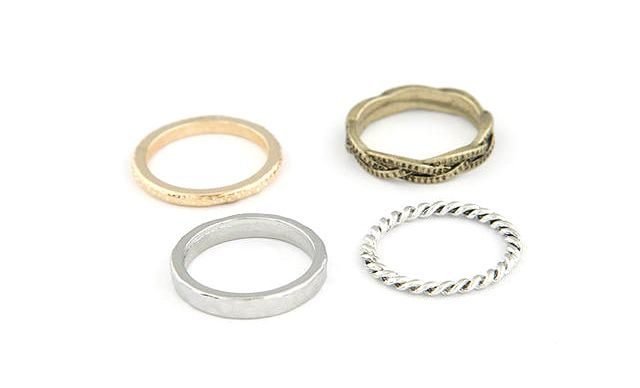 A Suit of Retro Twisted Round Rings