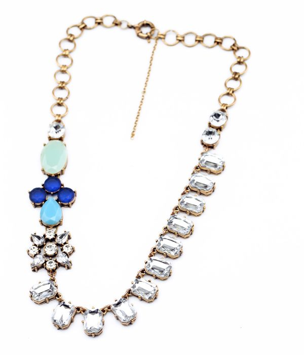 Flower Shape Faux Gem Necklace