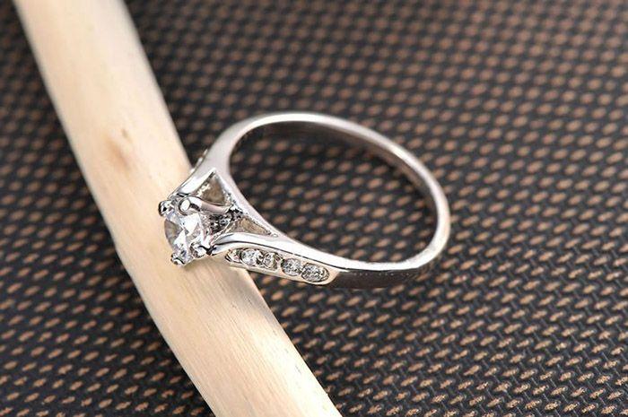 Rhinestone Alloy Prong Setting Ring