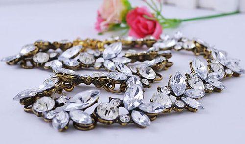 Vintage Floral Rhinestone Pendant Necklace