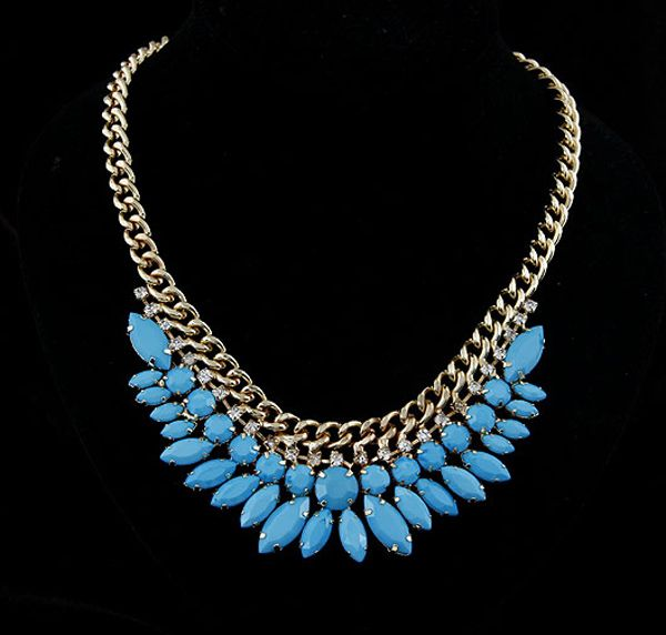 Exaggerated Rhinestoned Faux Gem Pendant Necklace For Women